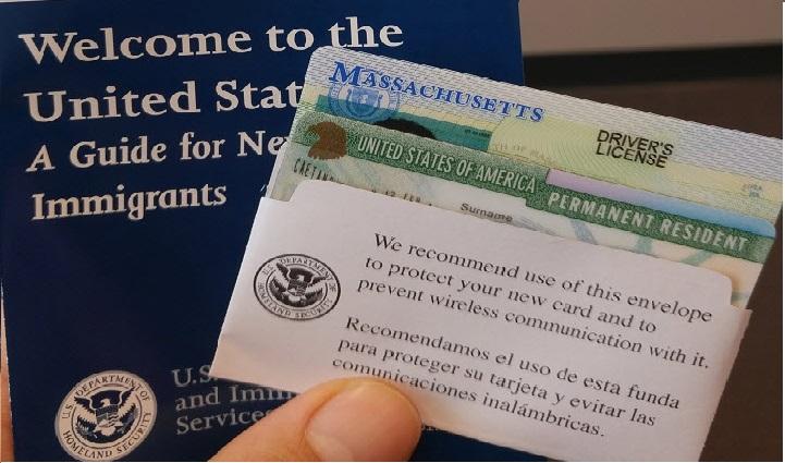 Thủ tục xin cấp thẻ xanh để ở lại Mỹ càng biết sớm càng tốt